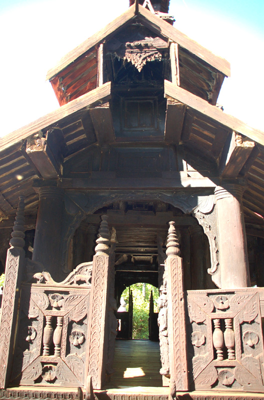 Inwa. Niewielki klasztor Bagaya Kyaung