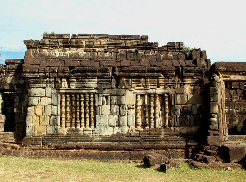 Roulos. Bakong – prototyp khmerskich świątyń
