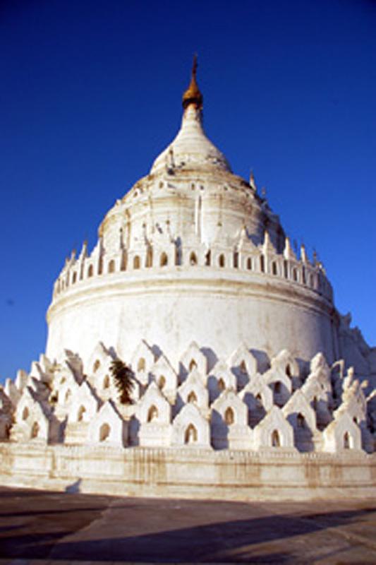 Mingun. Największy dzwon i liczne pagody