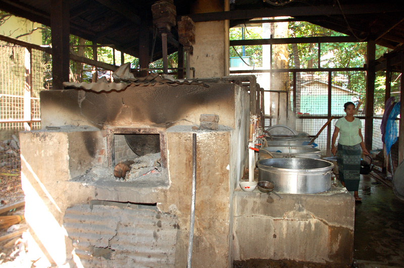 Sagaing. Klasztor Mahaghandayon… od kuchni