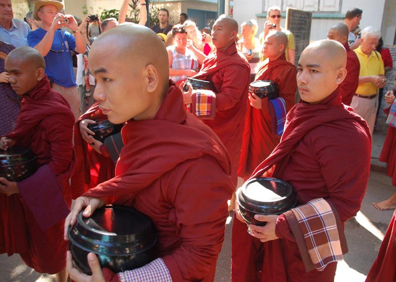 Sagaing Klasztor Mahaghandayon… od kuchni