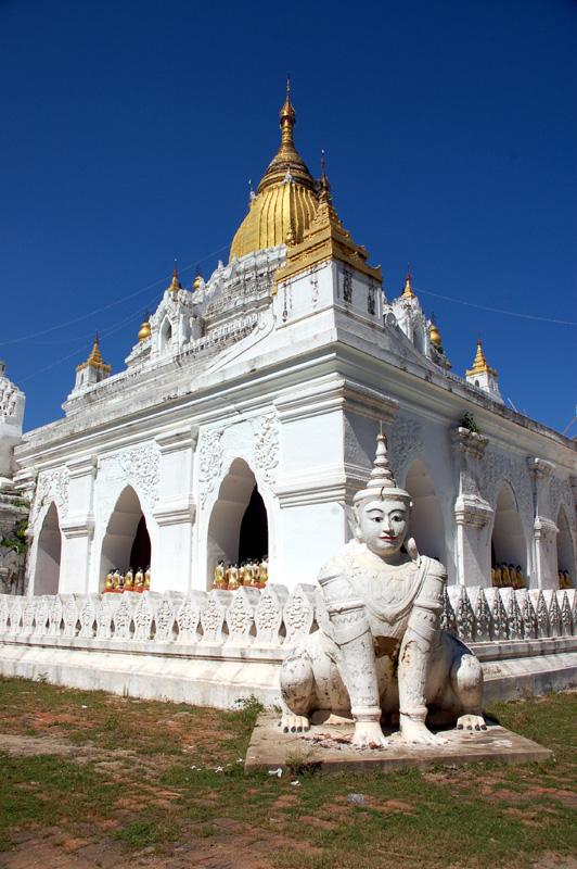 Taungthaman. Przez drewniany most do pagody