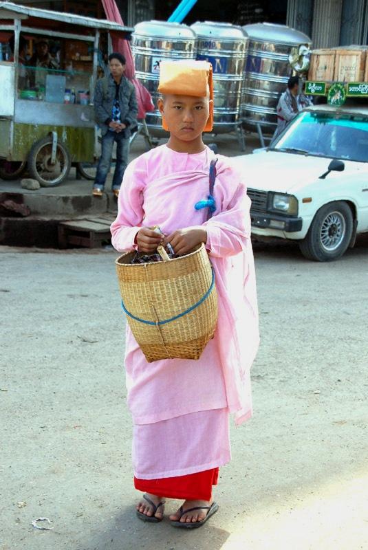 Taunggyi. Tu znajdziemy przewodnika do Kakku…