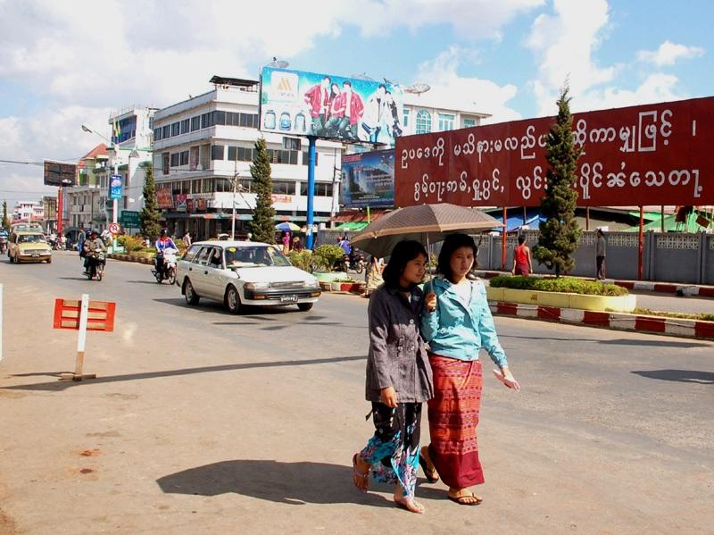 Taunggyi Tu znajdziemy przewodnika do Kakku…