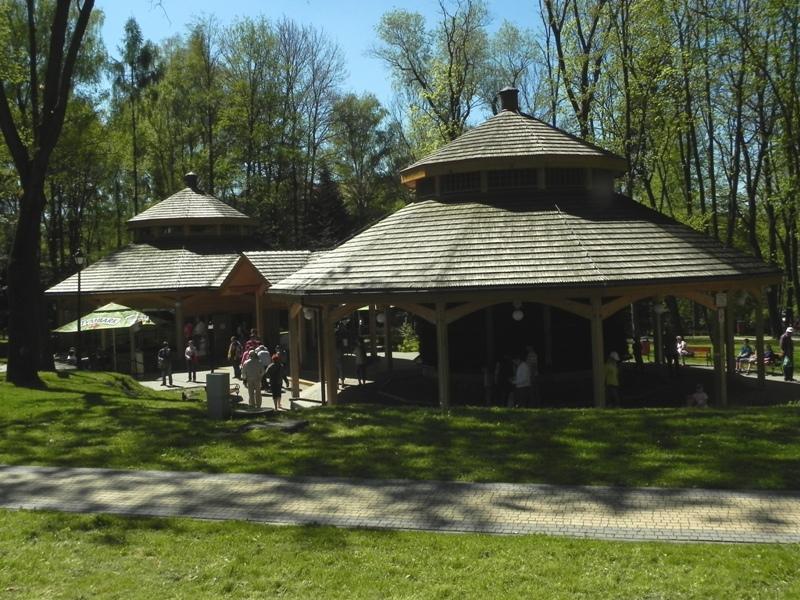 Rabka Zdrój Nowa tężnia w odnowionym parku