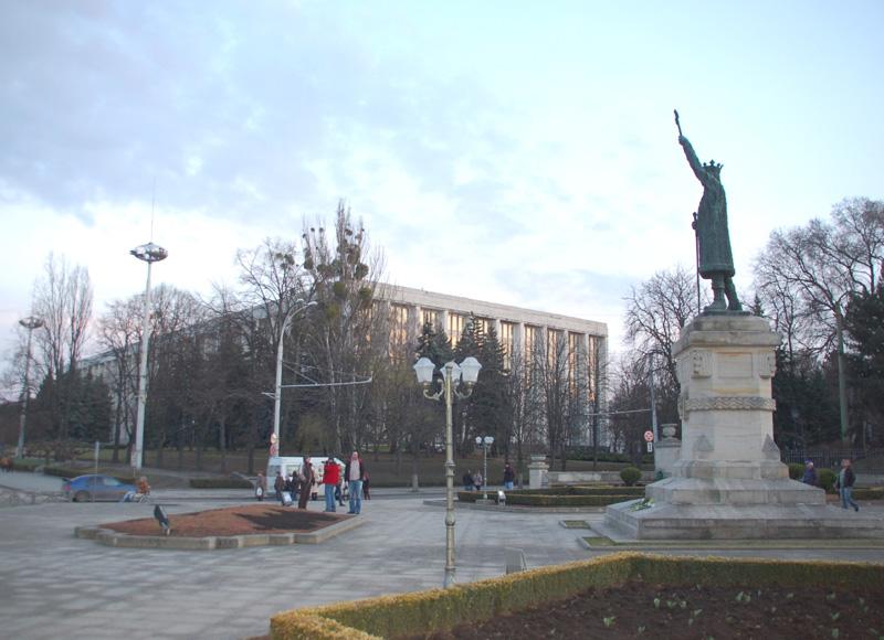 Kiszyniów. Pusto wieczorem w mołdawskiej stolicy