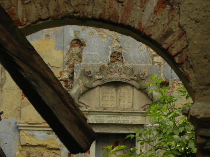 Nowy Korczyn Nad Nidą straszą ruiny synagogi