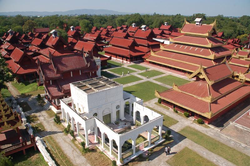 Mandalaj Pagody i stupy na świętym wzgórzu