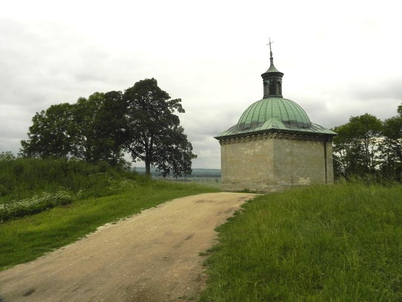 Pińczów Kaplica św. Anny na górze, nad miastem