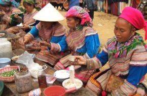 Lào Cai Na targu, wśród kwiecistych Hmongów