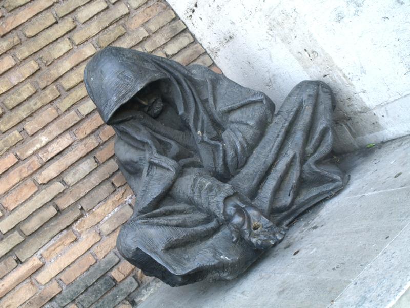 Rzym Siedzi żebrak przed szpitalem Św. Ducha