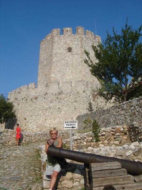 Platamonas. Zamek na górze wyłaniającej się z morza