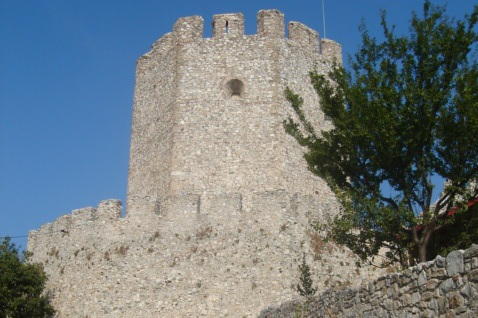 Platamonas Zamek na górze wyłaniającej się z morza