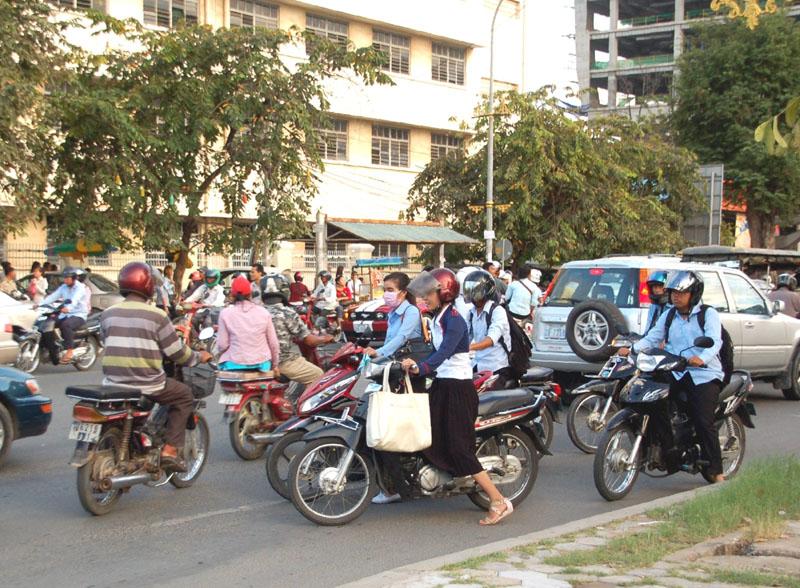 Phnom Penh Skarby i zbrodnie na stołecznym wzgórzu