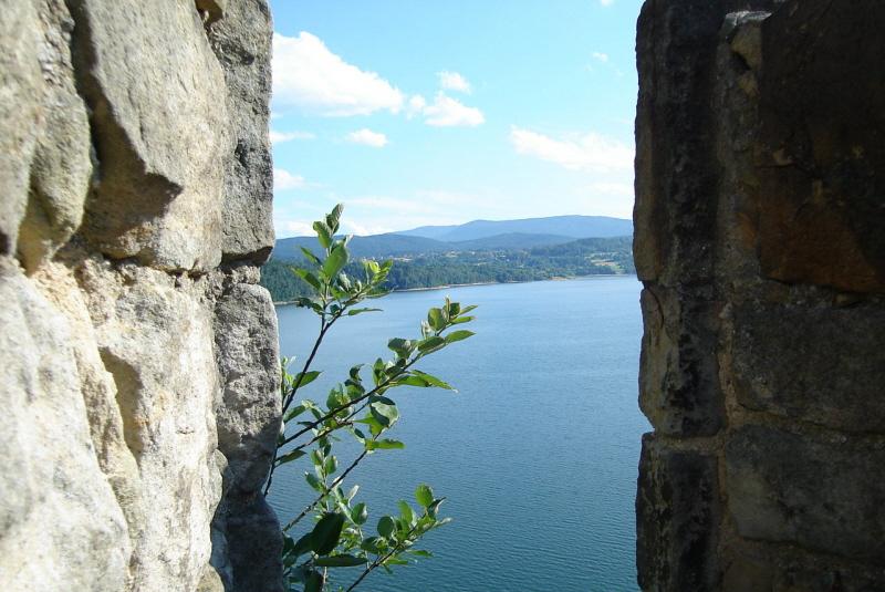 Jezioro Dobczyckie. Dlaczego nie ma dostępu do wody?