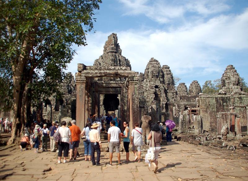 Angkor Thom Bayon: państwowa świątynia Khmerów