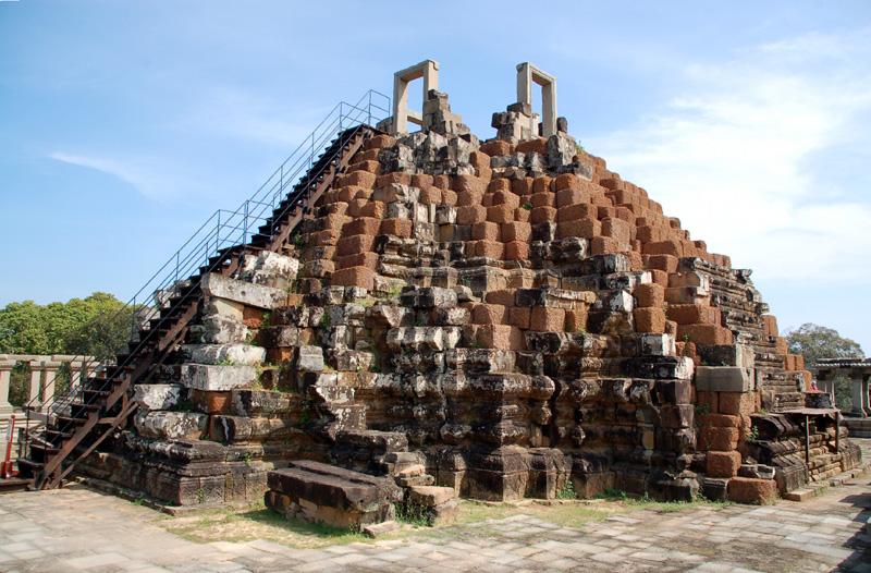 Angkor Thom Baphuon – sanktuarium złożone na nowo