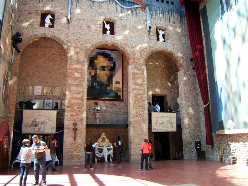 Figueres. Miasto surrealizmu