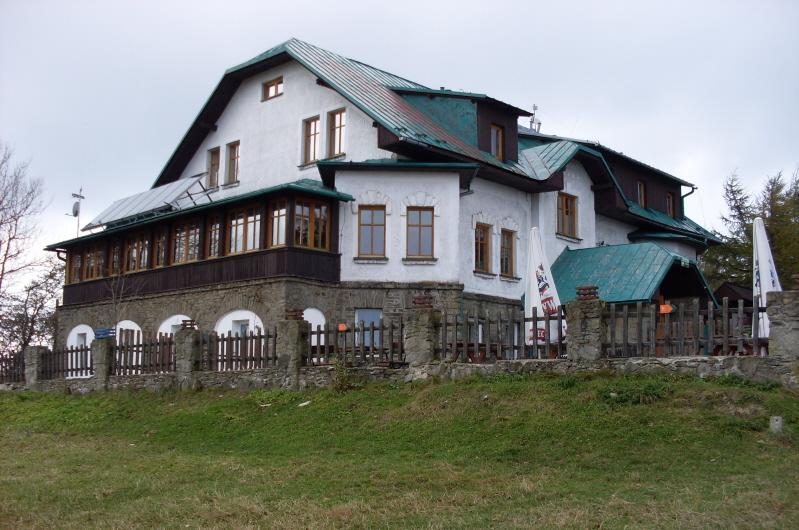 Magurka Wilkowicka. Stare schronisko na górze Józefa