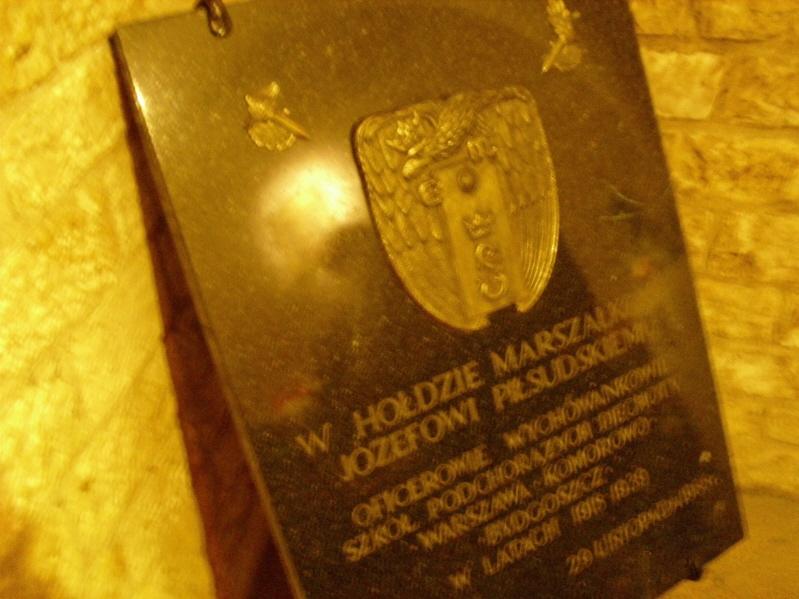 Kraków. U grobów marszałka i pary prezydenckiej