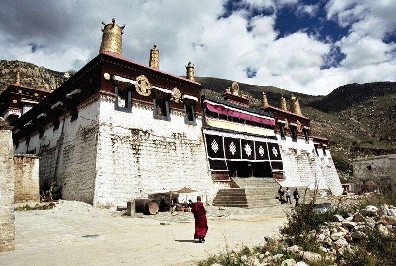 Lhasa. Komórki i młynki w klasztorze Sera