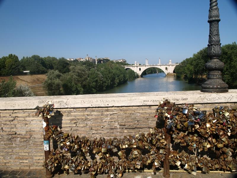 Rzym Nie ma już kłódek na moście Milvio