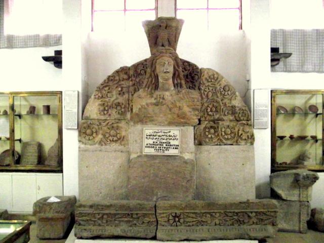 Amman. Starożytności w średniowiecznej cytadeli