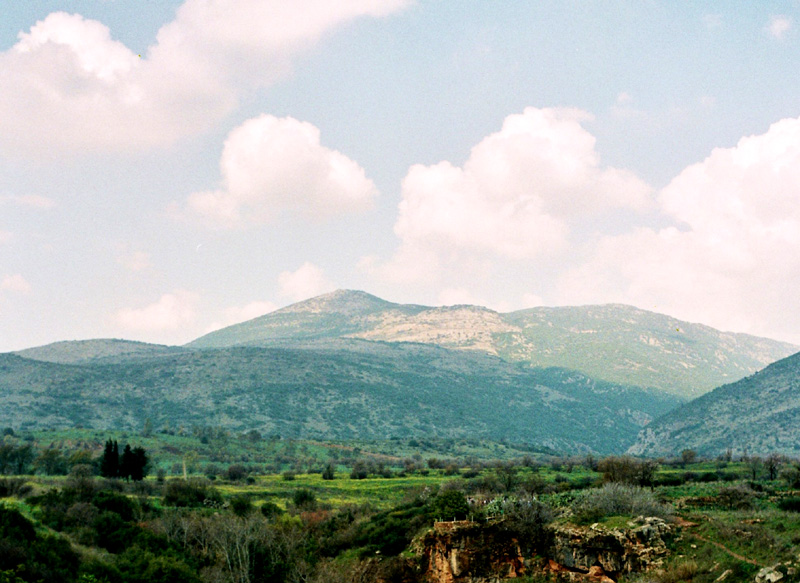 Banias Jordan wypływa spod góry Hermon
