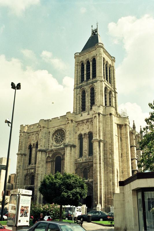 Paryż. Królewskie groby w imigranckiej dzielnicy