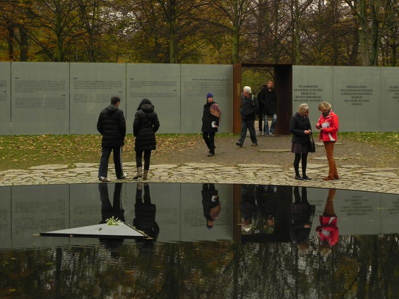 Berlin. Jezioro łez Romów i Sinti