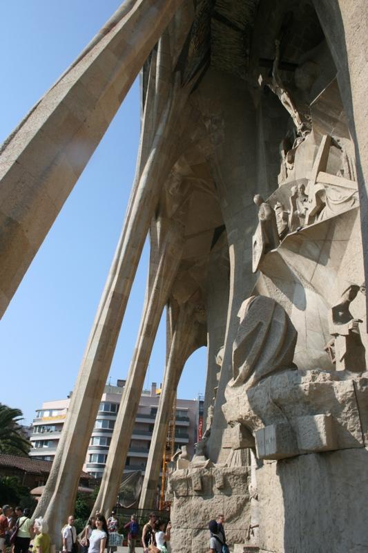 Barcelona. Gaudi dobrze czułby się w średniowieczu