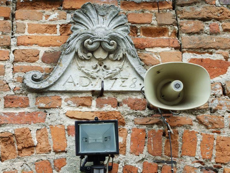 Kobylniki. Strażacka warta i renesansowe nagrobki