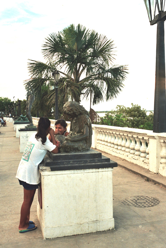 Iquitos. Indiańskie pamiątki, indiańskie dziś