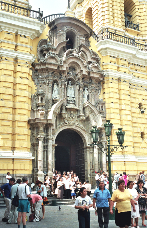 Lima. Sępy na wieży świętego Franciszka