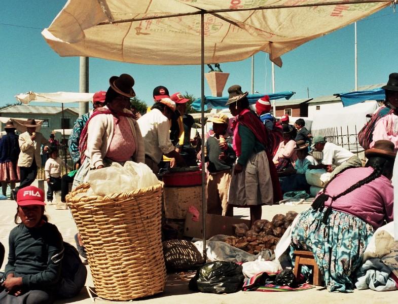 Atuncolla Prawdziwy targ w peruwiańskiej wiosce