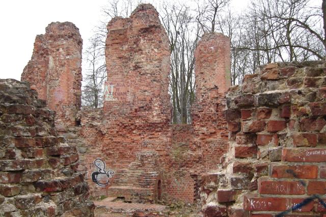 Raciążek Kiedyś zamek, dziś trwała ruina