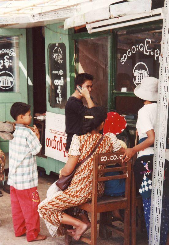 Rangun. Lekcja buddyzmu w… autobusie