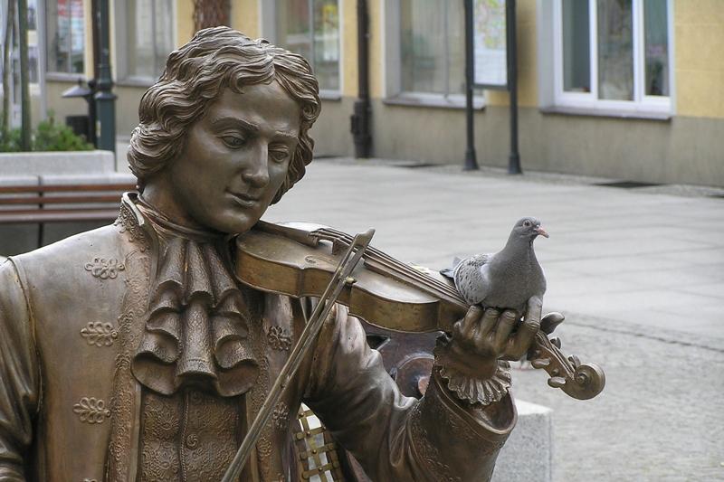 """Żary Z """"fabrykantem oper"""" na ławeczce"""