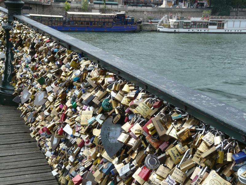 Paryż Pęknąć z miłości czy złamać serca?