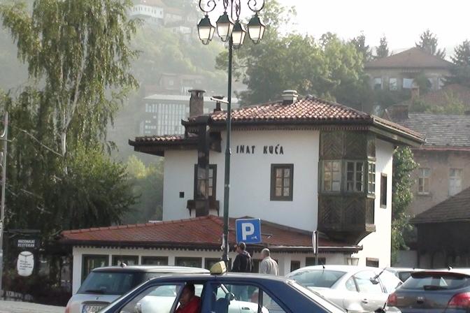 """Sarajewo. Słynny most i """"dom niezgody"""""""