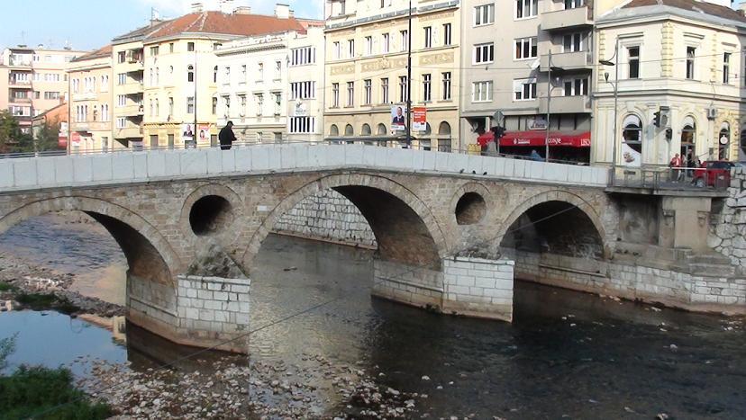 """Sarajewo Słynny most i """"dom niezgody"""""""