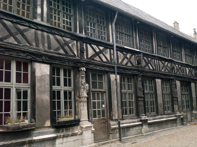 Rouen. Aître Saint-Maclou: mogiła ofiar epidemii
