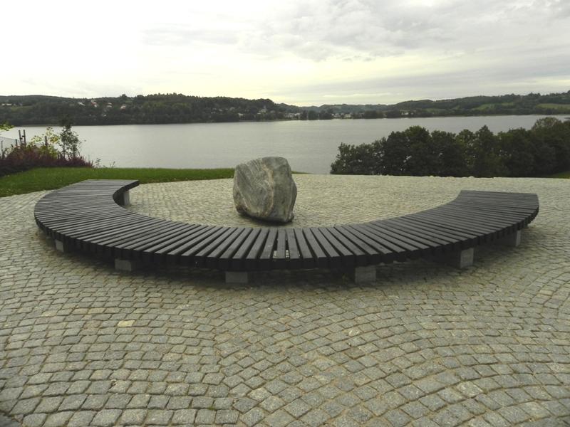 Chmielno Kamienny Park nad jeziorem Kłodno
