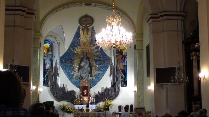 Piwniczna Zdrój. Kościół parafialny stoi przy rynku