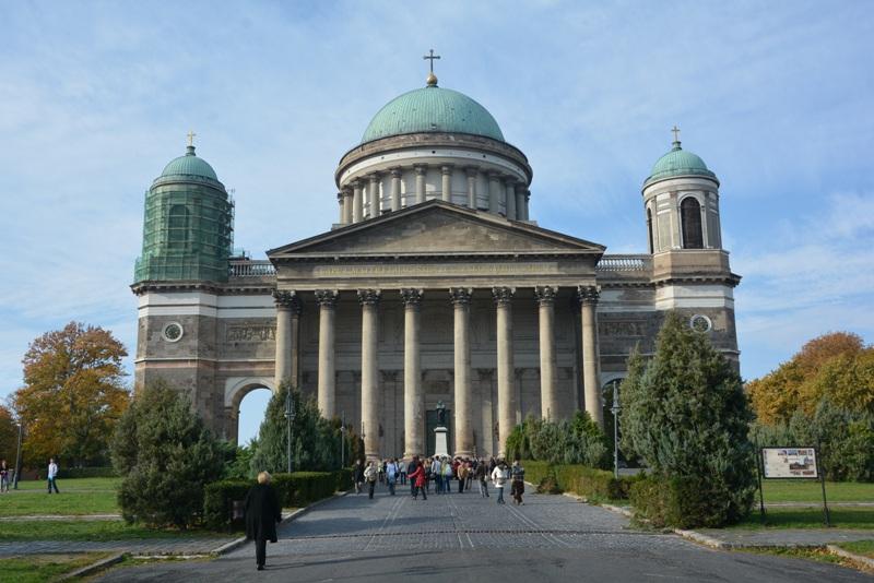 Esztergom. Królewska bazylika w Zakolu Dunaju