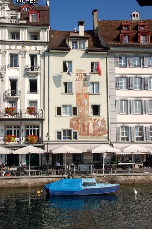 Lucerna. Przez place, wzdłuż murów, nad rzeką