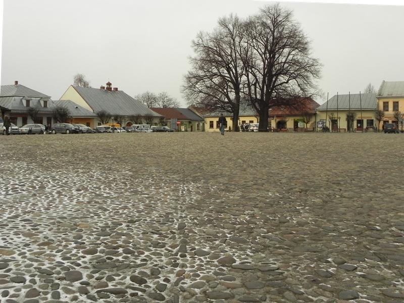 Stary Sącz. Kocie łby na staromiejskim rynku