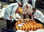 Alkmaar. Tradycyjna giełda serów na rynku