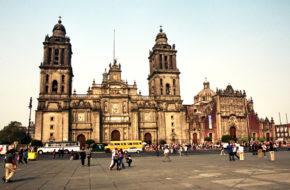Meksyk El Zócalo, czyli Plac Konstytucji