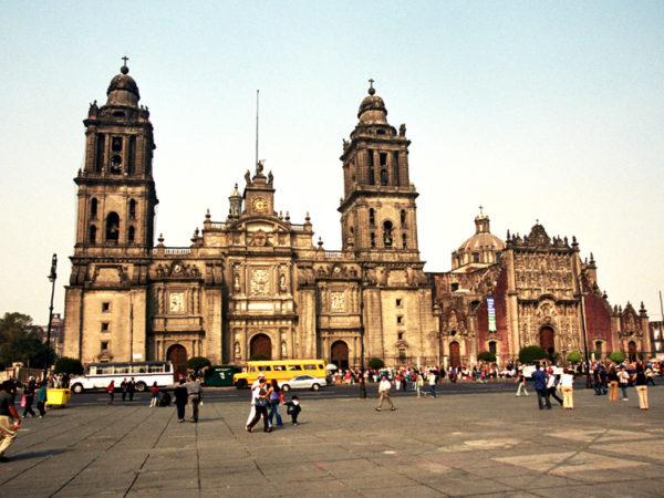 Meksyk. El Zócalo, czyli Plac Konstytucji